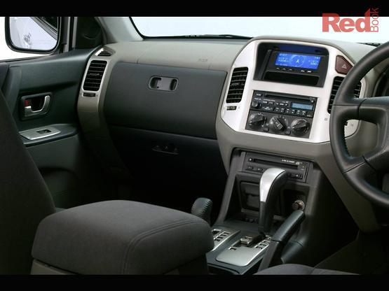 2006 Mitsubishi Pajero GLS NP Auto 4x4 MY06